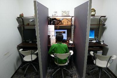 ロビーにあるパソコンコーナー 坊主がHP更新中