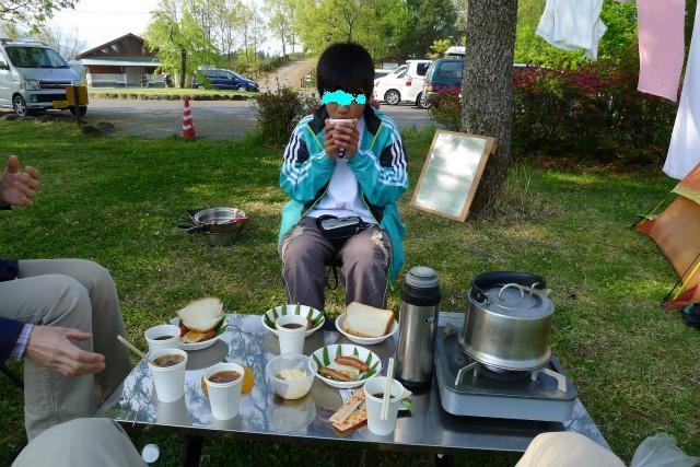 さあ、朝ご飯食べて高千穂へ出発・・・