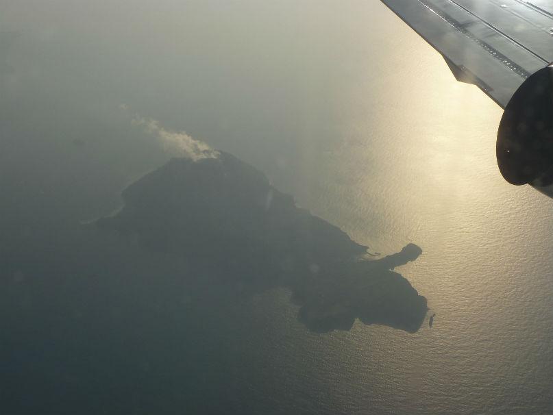 そして、あの硫黄島、噴煙を上げてます、上陸できるのかな?