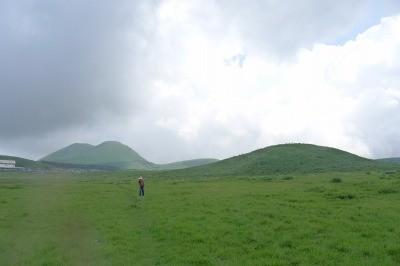 下山後、草千里内にある山へ登山へ この低い山もあったとは。