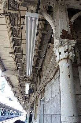 東京駅ホームの柱 明治時代の物 もうすぐ撤去だとか・・・
