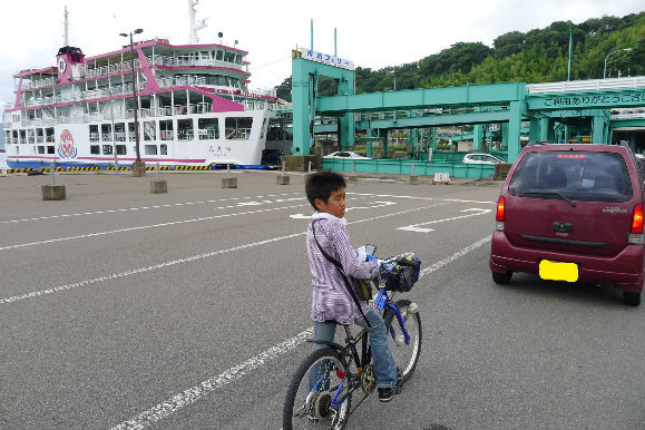 自転車も車に並んで・・・ 顔が疲れきってます。