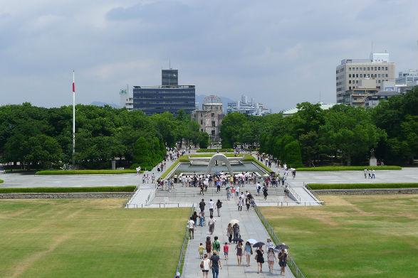 数十年ぶりの平和公園です