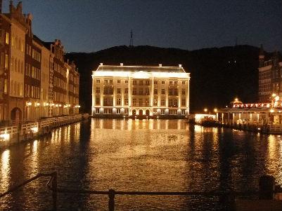 夜も非常に綺麗な街並み・・・異国情緒たっぷり・・・坊主と男旅ですが。