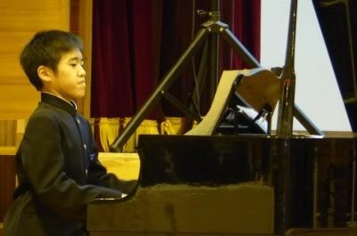 弾き方がピアノの先生に似てきたような・・・