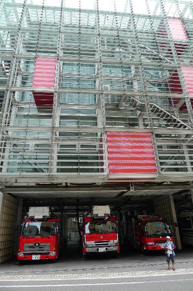 見学自由な近代的な西消防署、建物自体で訓練できるような感じです