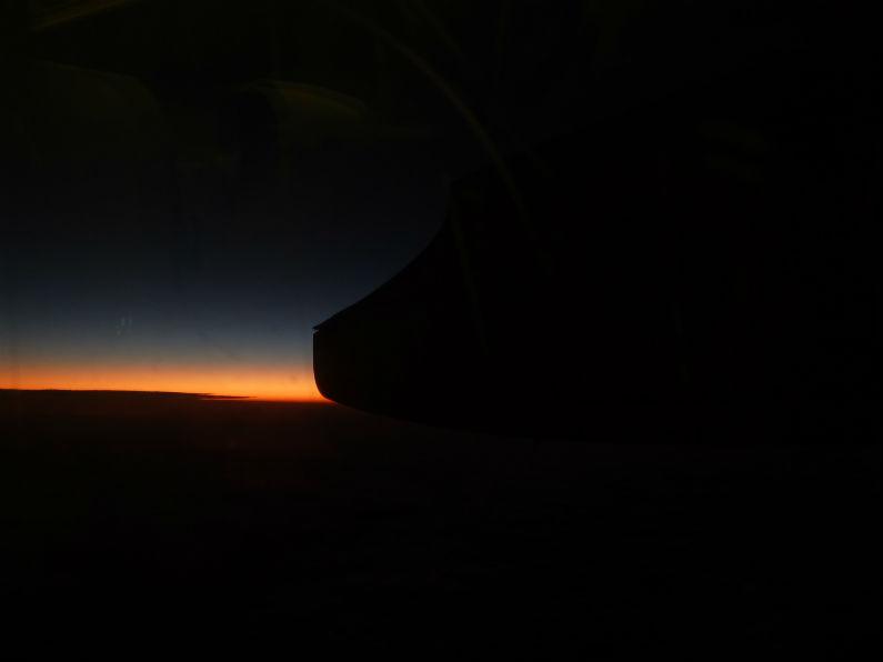 空からの夜景はいつ見てもいですね。