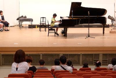 ピアノの先生の頭から湯気が立ち込める、リハーサル