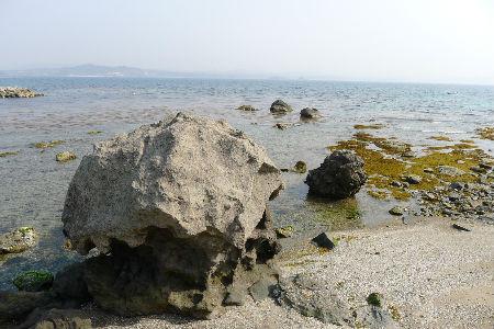 これが鬼の岩