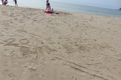 鳴り砂で有名な浜にて・・・キュッキュッと本当に鳴きました