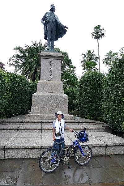 大久保利通像前・・・鹿児島市内は銅像が多々あり