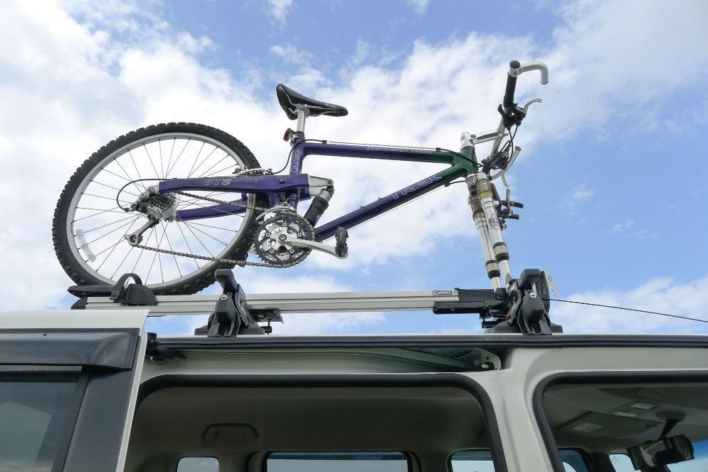 新調したサイクルキャリアに自転車載せて・・・