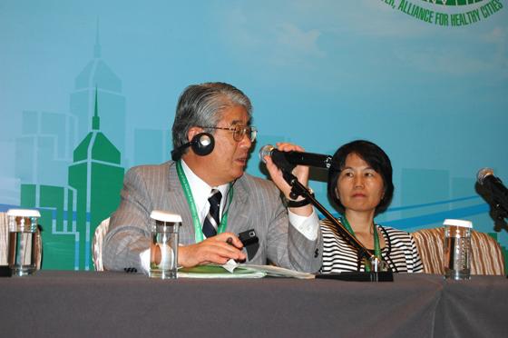 活動報告に続きパネルディスカッションに参加した大府市の久野市長