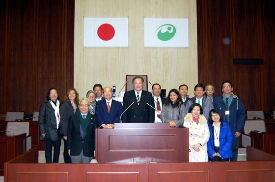丸山市長を囲んで記念写真