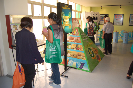 健康食の展示コーナー