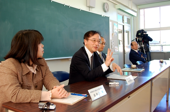 校長の岡田先生から教育方針の説明を受ける