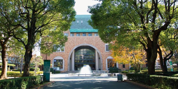 緑豊かな千葉商科大学のキャンパス