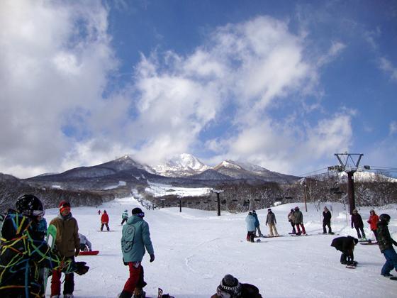 国内外から多くのスキーヤーが訪れる