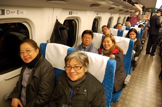 東海道新幹線で名古屋に向かう