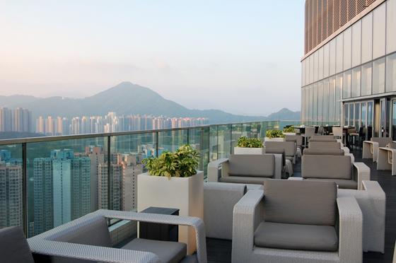 会場となったクラウンプラザホテル香港カウルーンイーストから市街を臨む