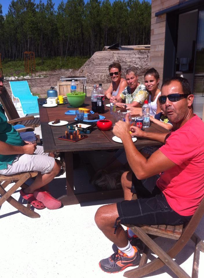 Moments de convivialité en table d'hôtes à La Grange du Coulin, maison d'hôtes à Onesse et Laharie dans les Landes, Gîtes de France Landes 3 épis