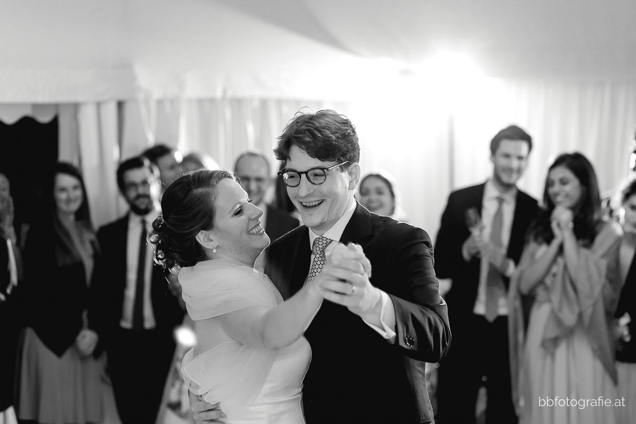 Hochzeitsfotograf, Hochzeitsfotograf Niederösterreich, Hochzeitslocation Niederösterreich, Hochzeitsfeier, Hochzeitslocation Gut Oberstockstall, Hochzeit kleine Kapelle, Gartenhochzeit, b&b fotografie