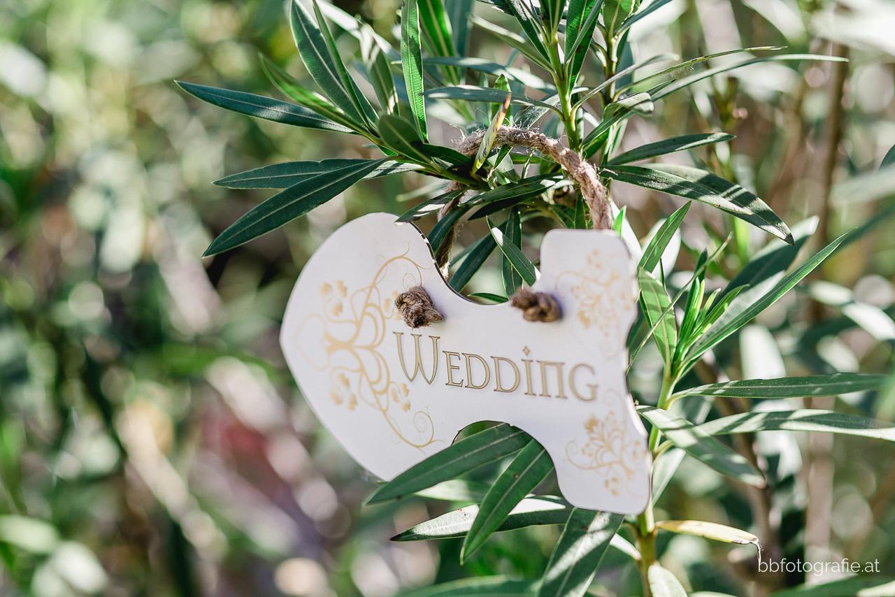 Hochzeitsfotograf, Hochzeitsfotograf Niederösterreich, Hochzeitslocation Niederösterreich, Hochzeitslocation Gut Oberstockstall, Locationsdetails, Hochzeit kleine Kapelle, Gartenhochzeit, b&b fotografie