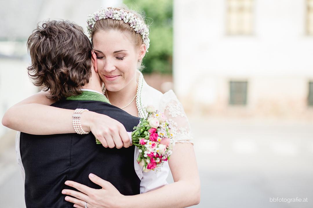 Hochzeitsfotograf, Hochzeitsfotograf Klosterneuburg, Hochzeitslocation Klosterneuburg, Hochzeitslocation Vinothek Zimmermann, Brautpaar, Paarshooting, Gartenhochzeit, Trachtenhochzeit, Weinberge, b&b fotografie