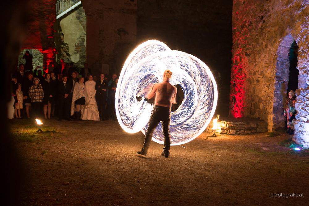 Hochzeitsfotograf, Hochzeitsfotograf Niederösterreich, Hochzeitslocation Niederösterreich, Hochzeit Feuershow, Hochzeitslocation Burgruine Dobra, b&b fotografie