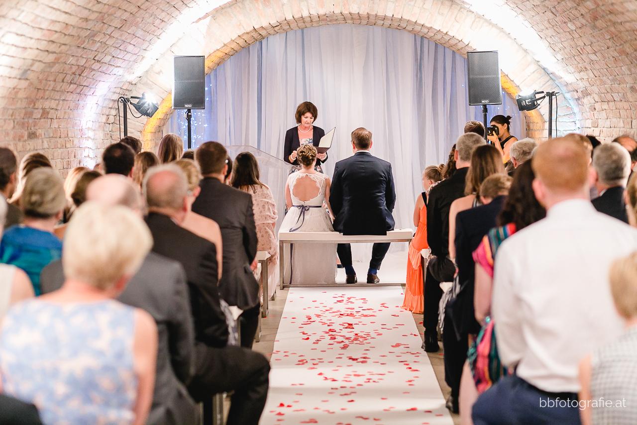 Hochzeitsfotograf, Hochzeitsfotograf Niederösterreich, Hochzeitslocation Niederösterreich, Brautpaar, Trauung, Hochzeitslocation Zieselrot in Schwechat, Hochzeit Kellergewölbe, b&b fotografie
