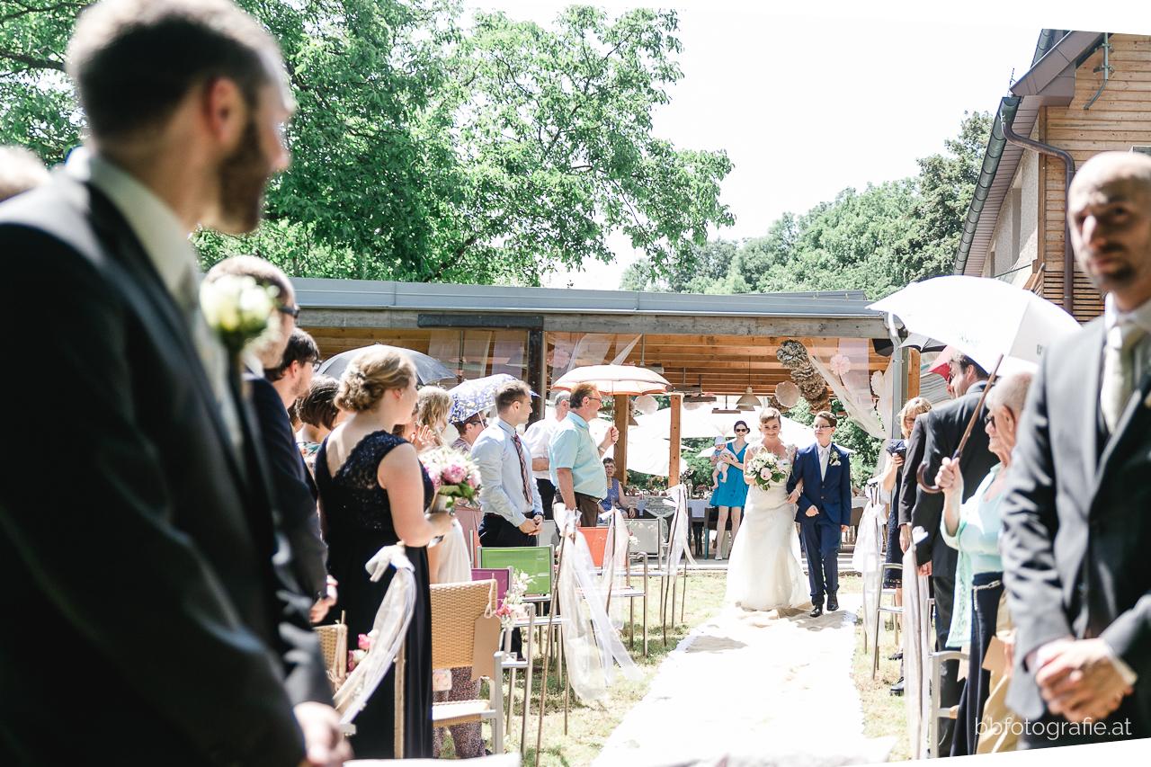 Hochzeitsfotograf, Hochzeitslocation Niederösterreich, Hochzeit Fischerhaus, DIY Hochzeitsdeko, Gartenhochzeit, Wienerwald, b&b fotografie