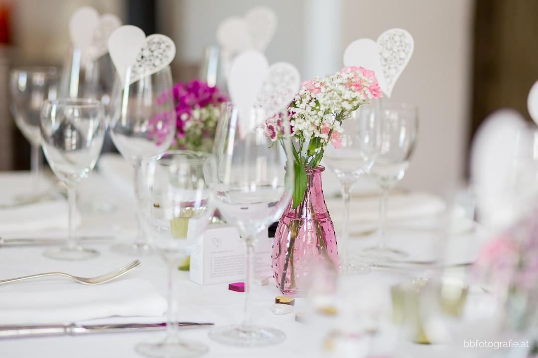 Hochzeitsfotograf, Hochzeitsfotograf Klosterneuburg, Hochzeitslocation Klosterneuburg, Hochzeitslocation Vinothek Zimmermann, Hochzeitsdeko, Gartenhochzeit, Trachtenhochzeit, Weinberge, b&b fotografie