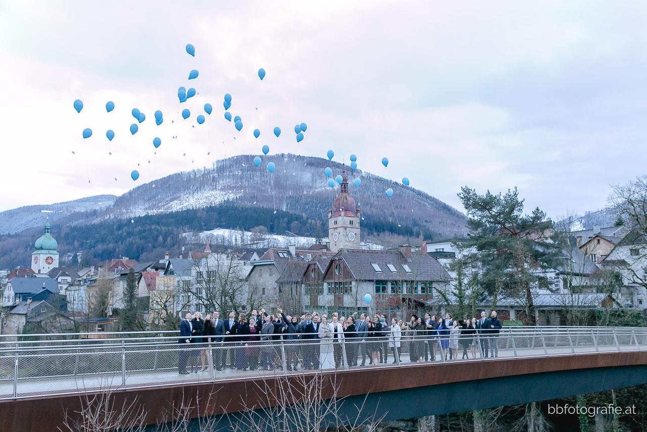 Hochzeitsfotograf, Hochzeitsfotograf Niederösterreich, Hochzeitslocation Niederösterreich, Winterhochzeit, Luftballone, Hochzeitslocation Schloss an der Eisenstrasse, b&b fotografie
