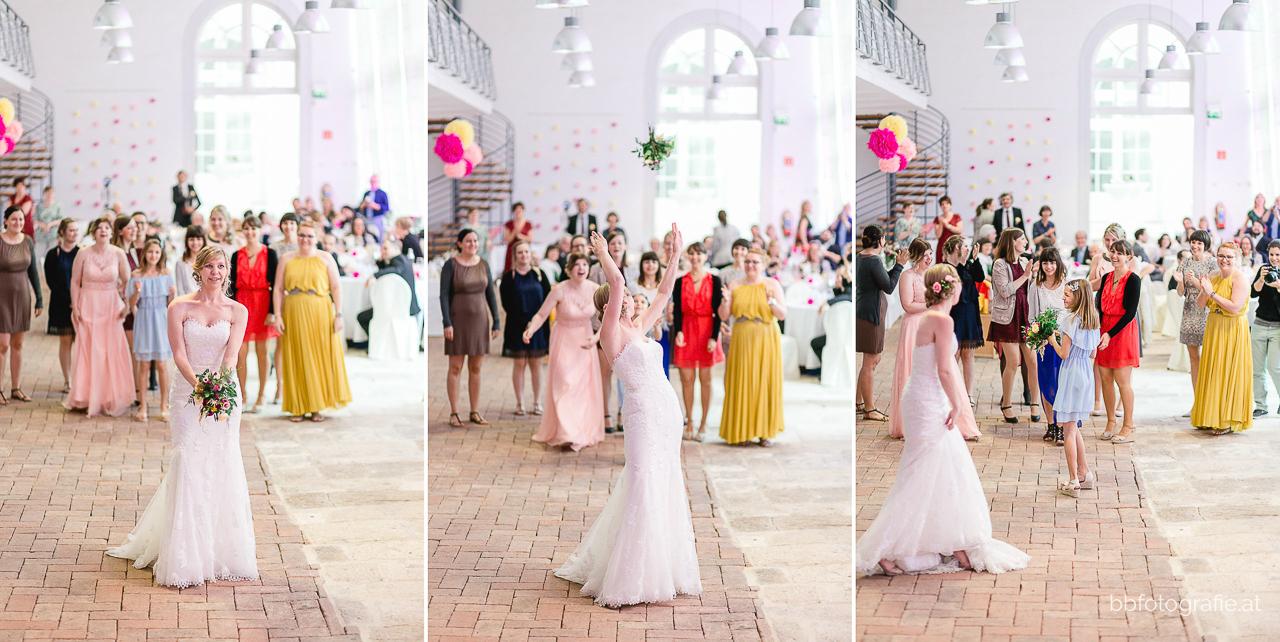 Hochzeitsfotograf, Hochzeitsfotograf Burgenland, Hochzeit Schloss Esterhazy, Hochzeit Orangerie Schloss Esterhazy, Brautstraußwerfen, Hochzeitslocation Burgenland, b&b fotografie