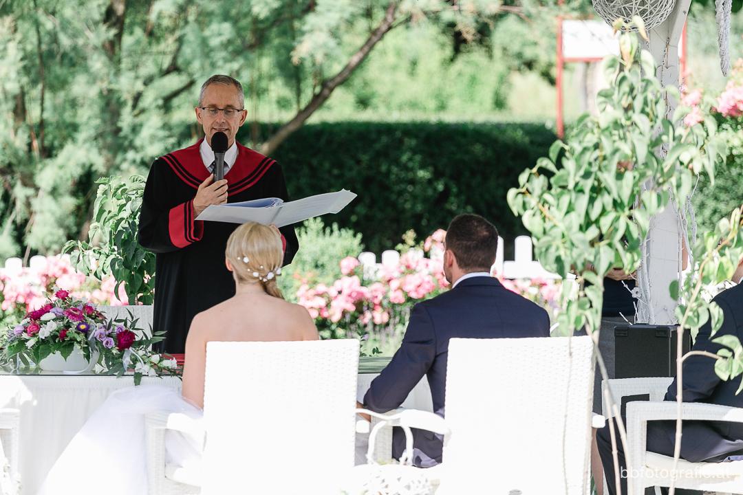 Hochzeitsfotograf, Hochzeitsfotograf Wien, Hochzeitslocation Wien, Hochzeitslocation Blumengärten Hirschstetten, Gartenhochzeit, Hochzeit in Wien, b&b fotografie