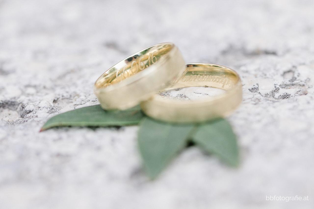 Hochzeitsfotograf, Hochzeitsfotograf Burgenland, Hochzeit Schloss Esterhazy, Hochzeit Orangerie Schloss Esterhazy, Ringe, Hochzeitslocation Burgenland, b&b fotografie