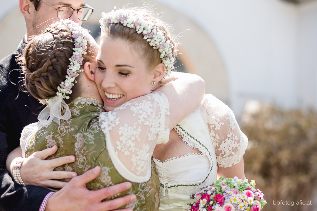 Hochzeitsfotograf, Hochzeitsfotograf Klosterneuburg, Hochzeitslocation Klosterneuburg, Hochzeitslocation Vinothek Zimmermann, Gratulation, Gartenhochzeit, Trachtenhochzeit, Weinberge, b&b fotografie