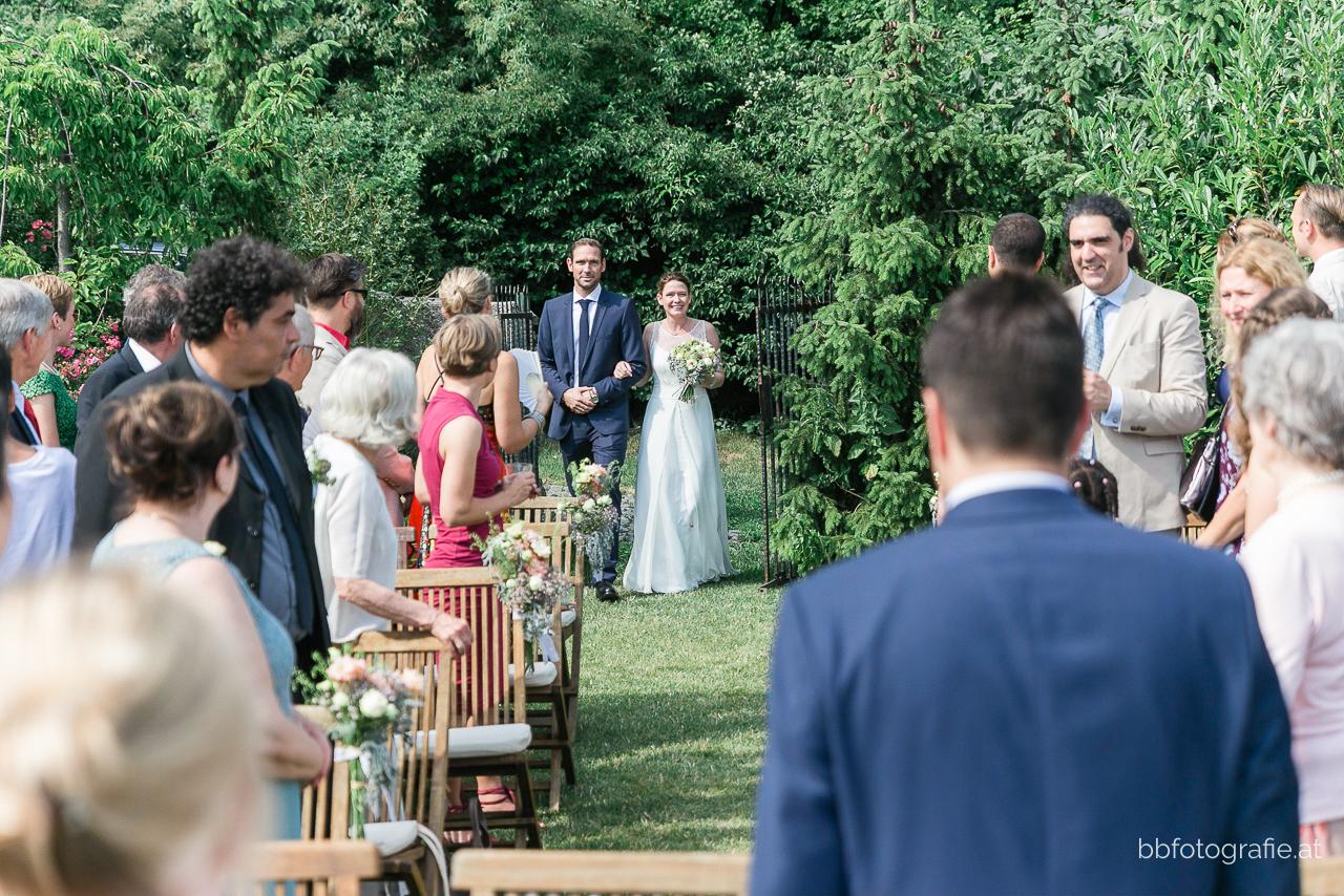 Hochzeitsfotograf, Hochzeitsfotograf Wien, Hochzeitslocation Wien, Hochzeitslocation Weingut am Reisenberg, Braut, Trauung, Gartenhochzeit, Hochzeit mit Ausblick, b&b fotografie