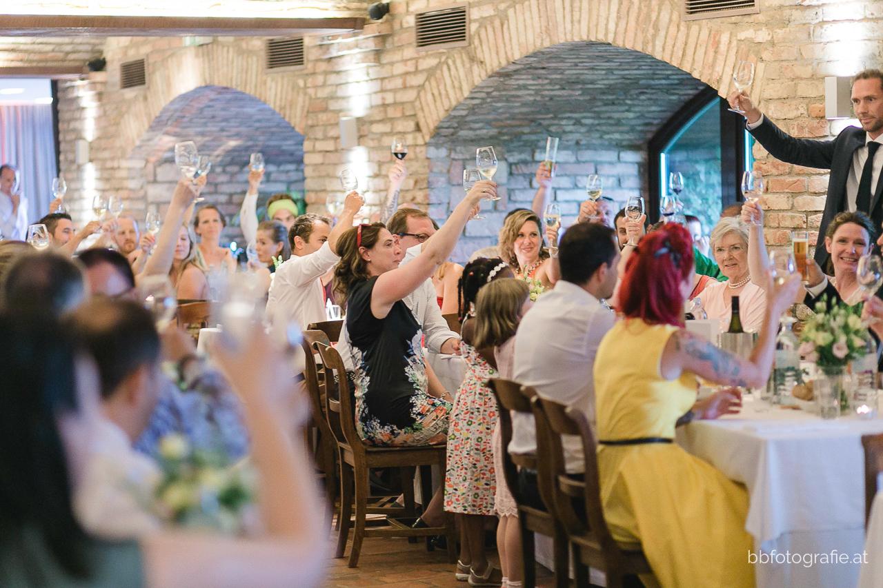 Hochzeitsfotograf, Hochzeitsfotograf Wien, Hochzeitslocation Wien, Hochzeitslocation Weingut am Reisenberg, Hochzeitsgesellschaft, Gartenhochzeit, Hochzeit mit Ausblick, b&b fotografie