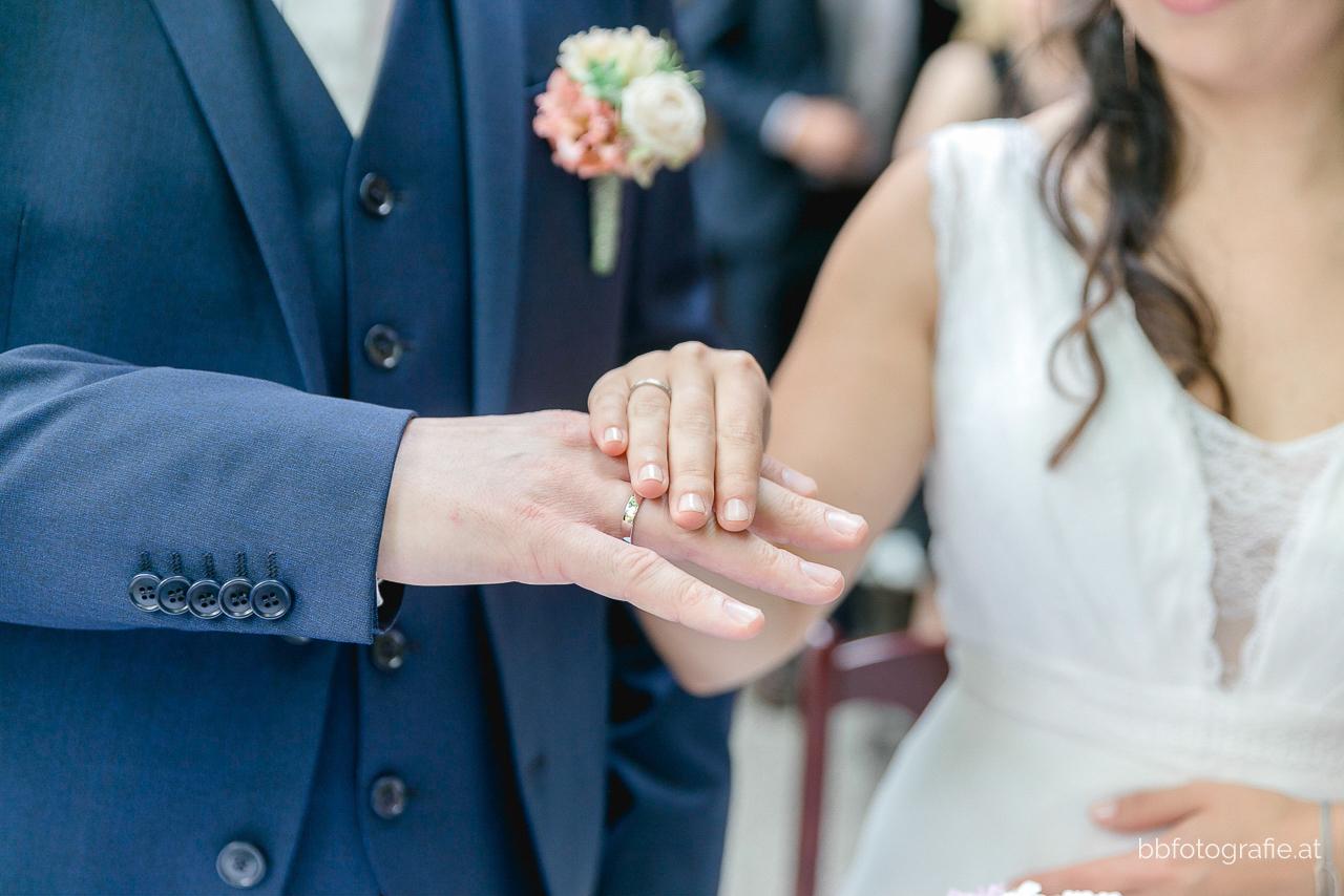 Hochzeitsfotograf, Hochzeitsfotograf Wien, Hochzeitslocation Wien, Trauung, Hochzeitslocation Heuriger Wolf, Hochzeit in Neustift, Weinberge, b&b fotografie