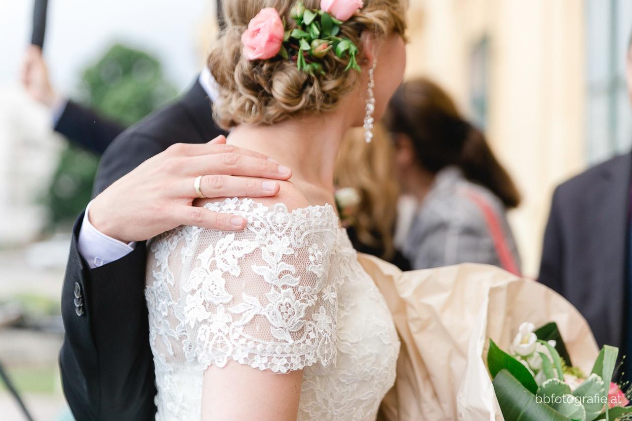 Hochzeitsfotograf, Hochzeitsfotograf Burgenland, Hochzeit Schloss Esterhazy, Hochzeit Orangerie Schloss Esterhazy, Brautpaardetail, Hochzeitslocation Burgenland, b&b fotografie