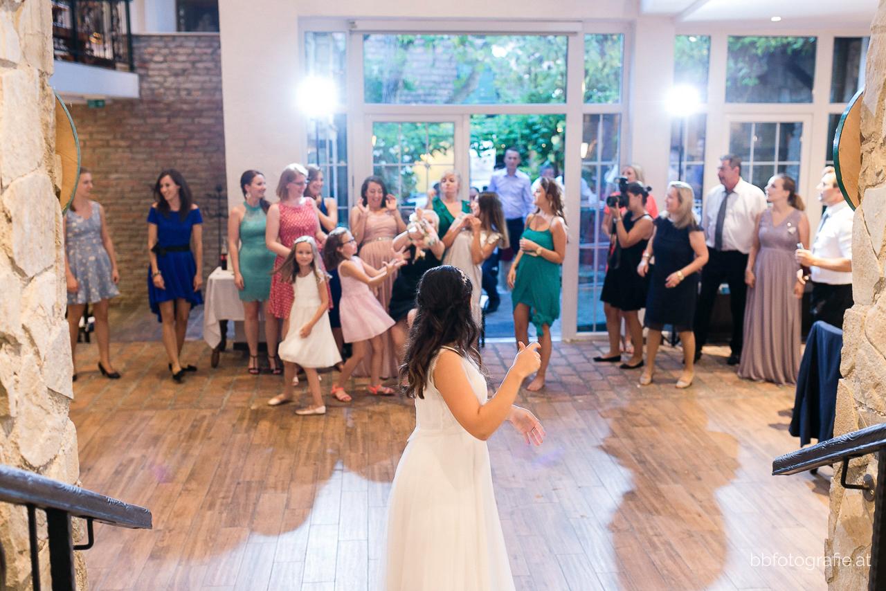 Hochzeitsfotograf, Hochzeitsfotograf Wien, Hochzeitslocation Wien, Hochzeitsfeier, Hochzeitslocation Heuriger Wolf, Hochzeit in Neustift, Weinberge, b&b fotografie