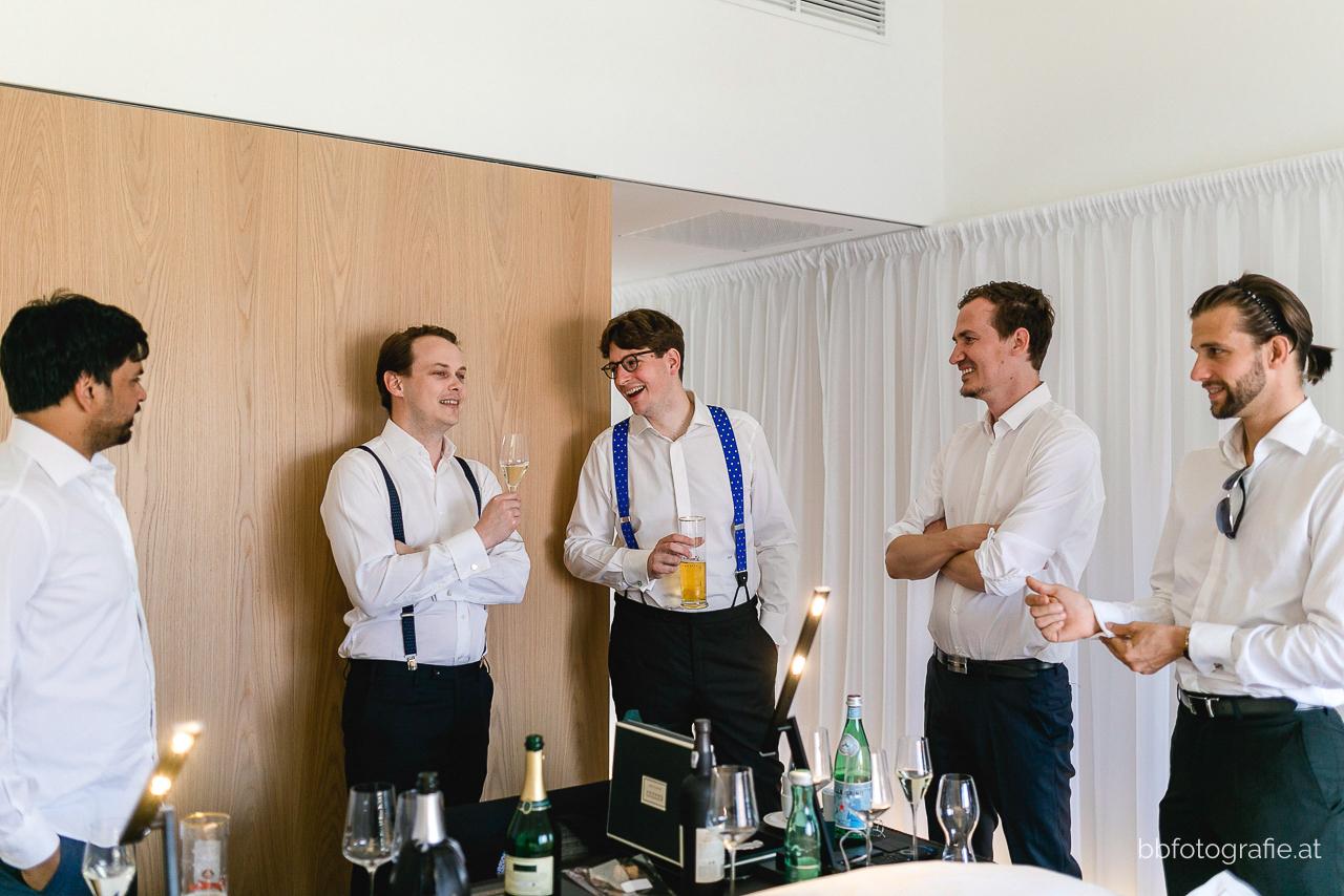 Hochzeitsfotograf, Hochzeitsfotograf Niederösterreich, Hochzeitslocation Niederösterreich, Hochzeitslocation Gut Oberstockstall, Hochzeit kleine Kapelle, Gartenhochzeit, b&b fotografie