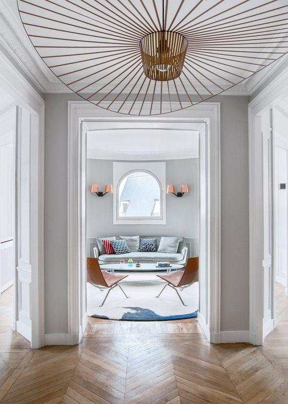 luminaire vertigo par constance guisset dans un couloir rénové