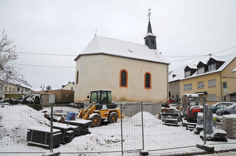 Winterliche Baustelle an der Kapelle