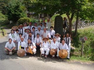 圓教寺の道標前で全員写真