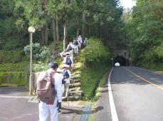 波田須トンネル横を旧道へ