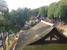 三重塔三層目から見た本堂屋根