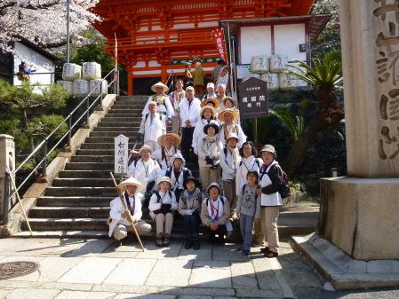 紀三井寺楼門前