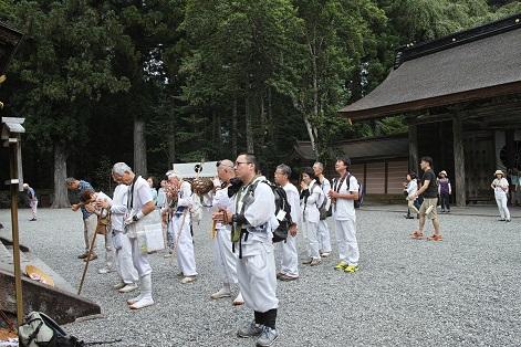熊野本宮の神様に無事満行を報告